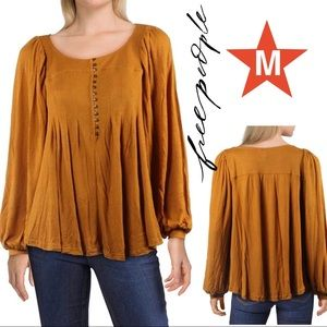 FREE PEOPLE TOP in M NWT